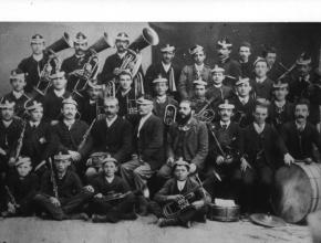 La Banda Gioachino Rossini di Lama Mocogno anno 1890 (si vede Domenico Tazzioli il quarto da destra in piedi)